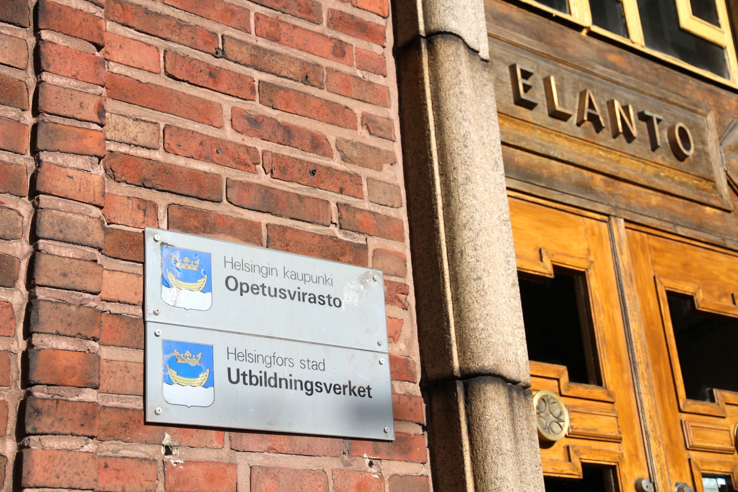 Helsingin kaupungin opetusvirastosta sai tietohallintopäällikkö Hannu Suoniemen lisäksi potkut kolme muuta työntekijää.