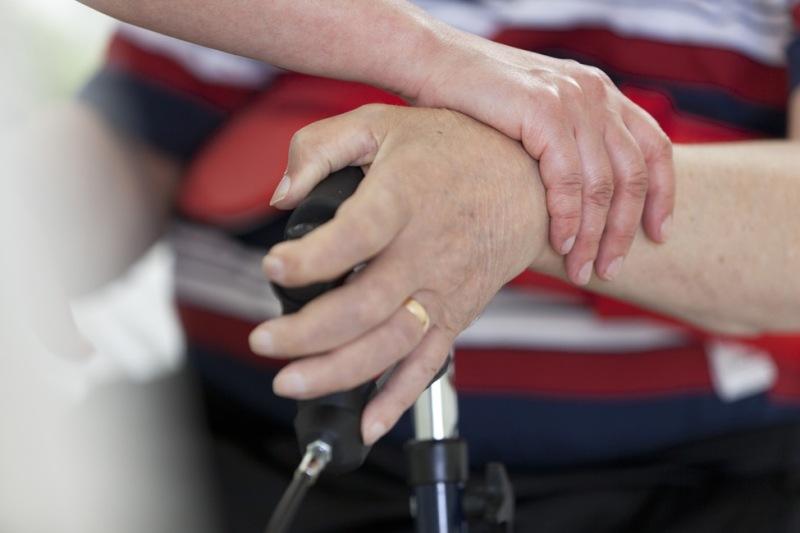 Oman vastuuhenkilön kanssa asioimisen on mööärälisötä vanhuksen turvallisuuden tunnetta.