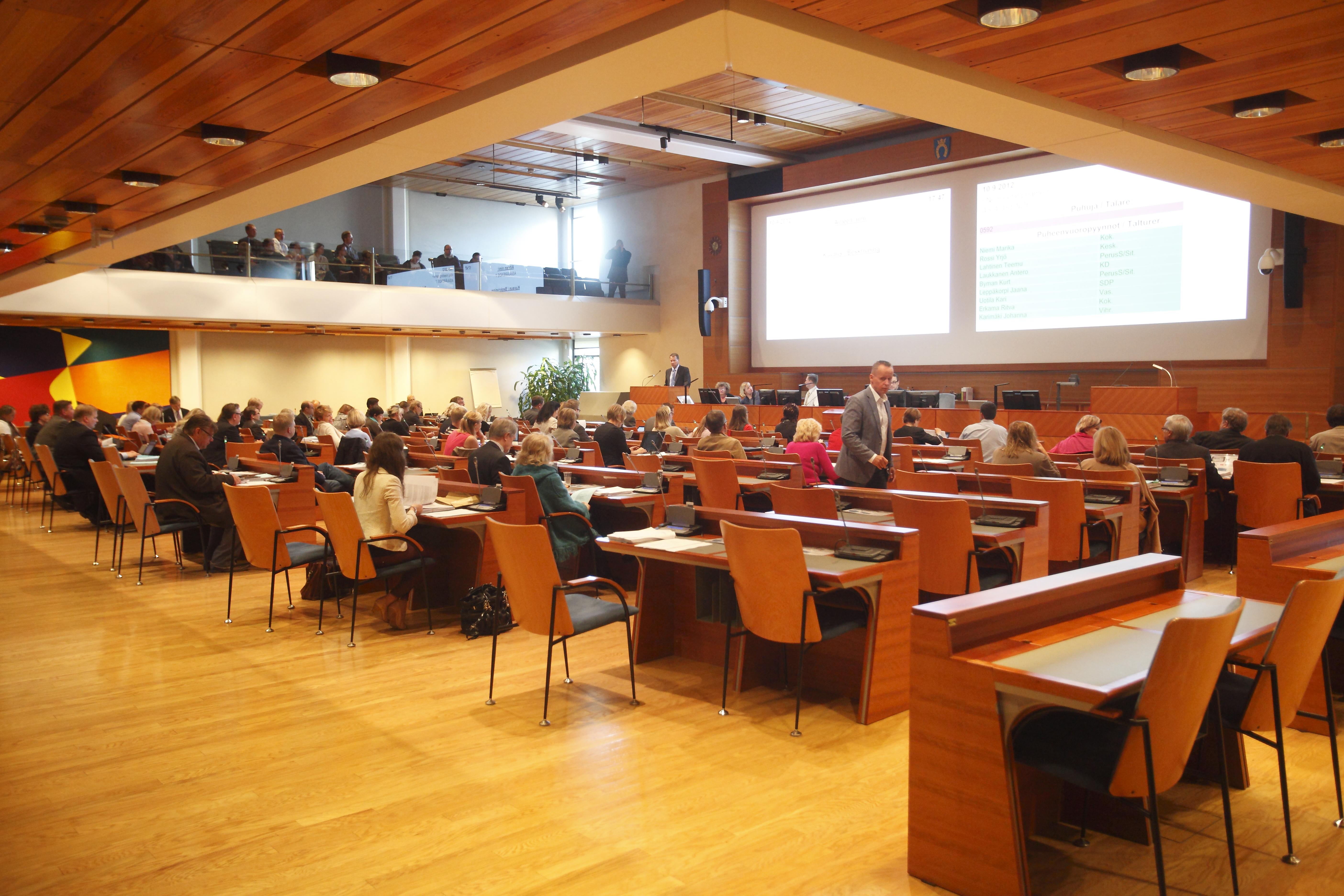 EVAn raportin mukaan valtaosa kansalaisista kokee kunnallisen päätöksenteon etäiseksi. (Kuva: Seppo Haavisto)