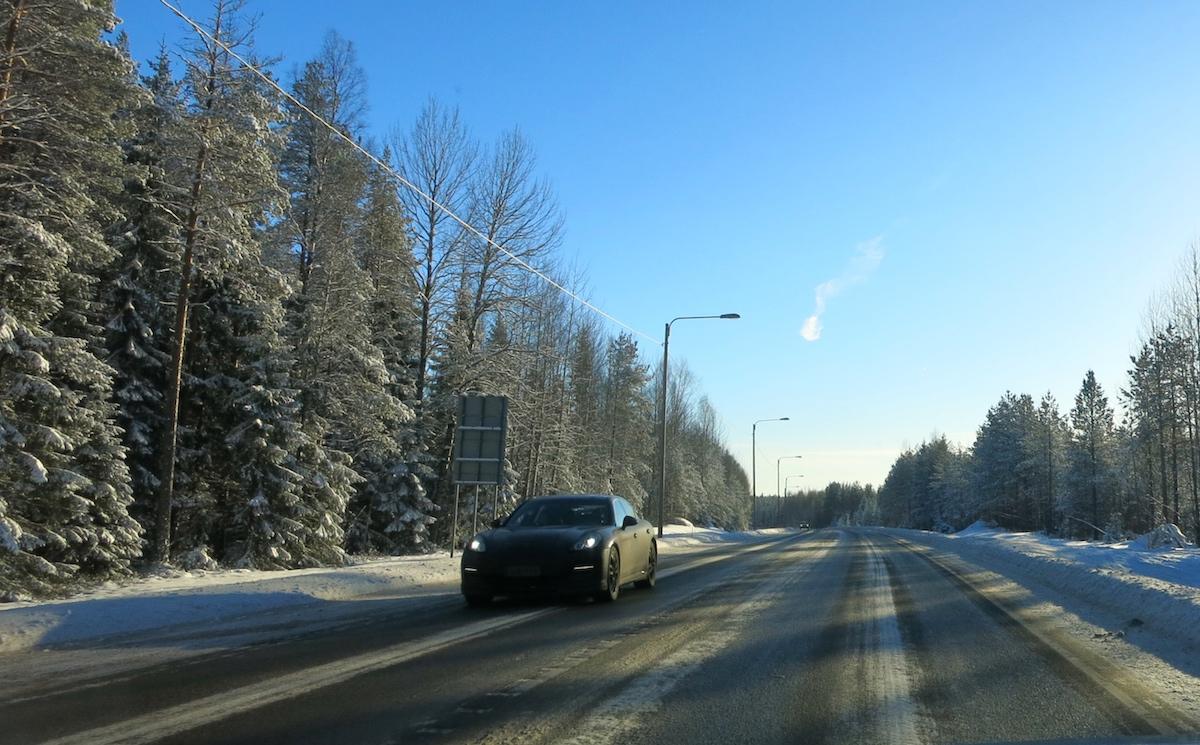 Tieliikenne aiheuttaa merkittävän osan kuntien hiilidioksidipäästöistä, Hämeenkyrössä 36 prosenttia kokonaispäästöistä. (Kuva: Ville Miettinen)