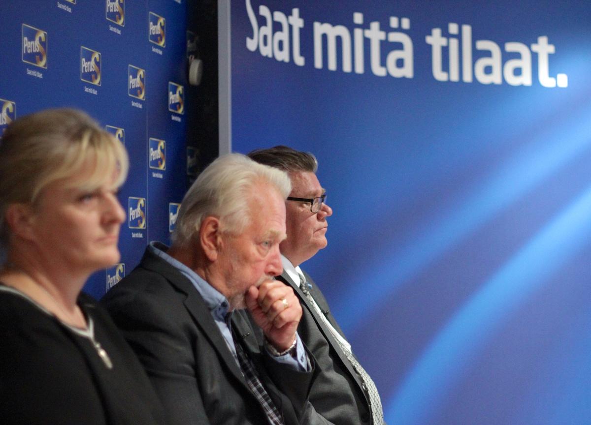 """Timo Soini (3. vasemmalta) ei aio """"kadota"""" puolueesta. Vieressä sosiaali- ja terveysministeri Pirkko Mattila ja """"työmies"""" Matti Putkonen. (Kuva: Ville Miettinen)"""