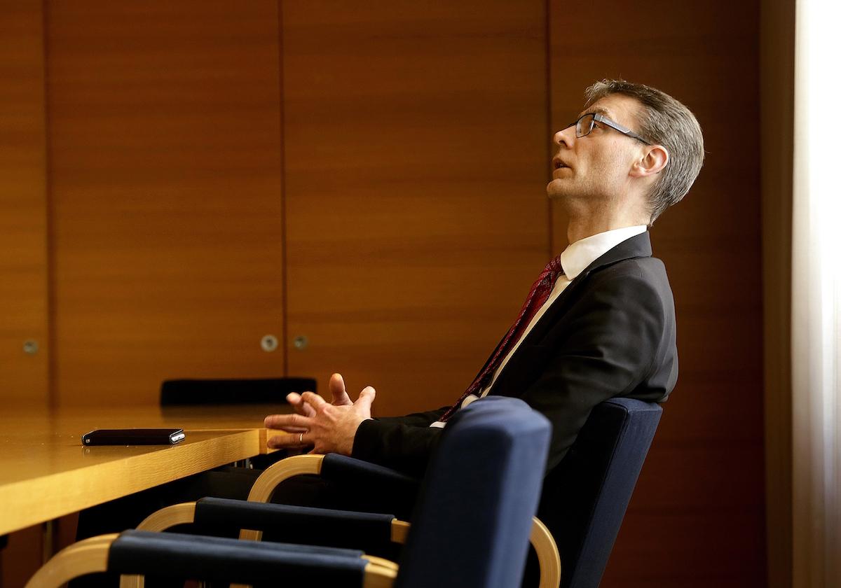 Alivaltiosihteeri Tuomas Pöystin mukaan sote-säästöjen toteutumiseksi tarvitaan lähes kahden miljardin euron investointi-ohjelma sote-digin rakentamiseen.  (Kuva: Liisa Takala)