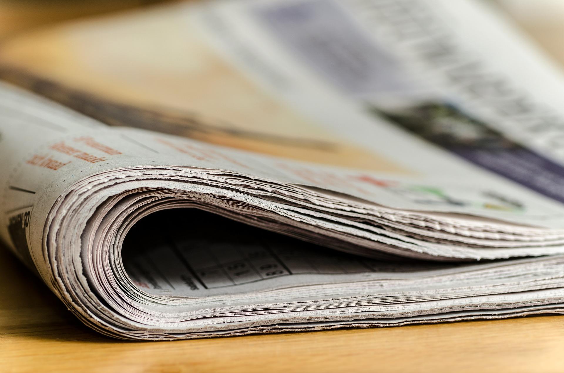 Taitettu sanomalehti