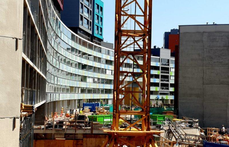 Asuntojen rakennustyömaa Helsingissä