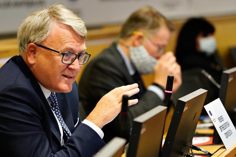 EU-komissaari Nicholas Schmit Aluiden komitean SEDEC-valiokunnan kokouksessa.