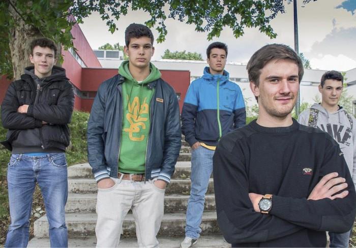 Lukiolaiset Hugo Martins (vas), Pedro Lopes, Daniel Silva, Tiago Monteiro  ja Jorge Monteiro luottavat talouskriisin helpottavan, kun he valmistuvat työelämään. Ulkomaille lähtö on muutoin vaihtoehto.