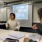 Kemiaa ja fysiikkaa opettava Margarida Vale naurattaa oppilaita Portugalin parhaimpiin kuuluvassa Bragan kaupungin lukiossa.
