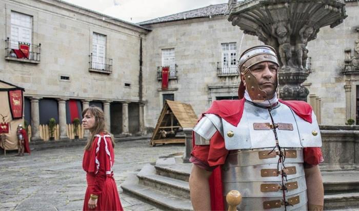 Bragan asukas Fransisco Costa pukeutui legioonalaiseksi festivaaleissa, jossa juhlitaan kaupungin Rooman valtakunnan ajoille ulottuvaa historiaa.Kaupunki vähensi tapahtuman määrärahoja tuntuvasti  laman vuoksi.