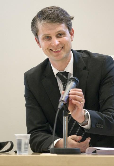 Valtimon kunnanvaltuuston puheenjohtaja Rauli-Jan Albert, kesk., äänesti kuntajakoselvityksen jatkamisen puolesta.
