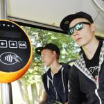 Henri Eller, 16, matkustaa johdinbussilla eli trollikalla ilmaiseksi, koska on tallinnalainen.