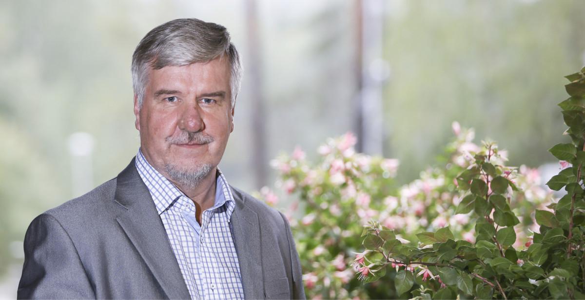 Toimi Kankaanniemi johtaa Uuraisten valtuustoa yli kymmenen vuoden kokemuksella.