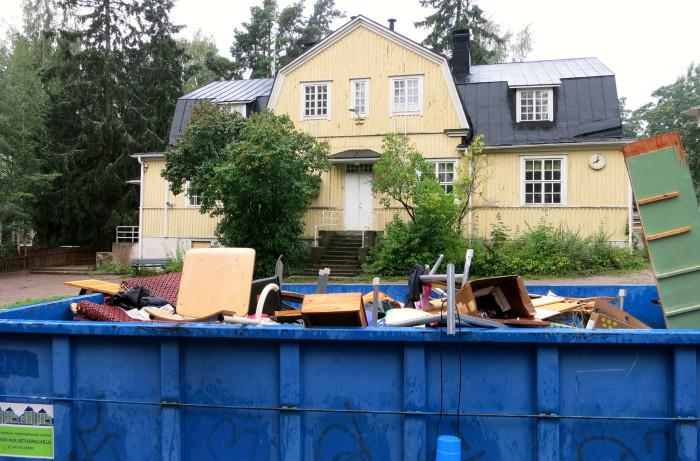 Helsingin opetuslautakunta päätti luopua Tapanilan ala-asteen alakoulun käytöstä rakennuksen huonon kunnon takia. Asiasta tehdyssä kunnallisvalituksessa päätöksen valmistelua pidetään puutteellisena.