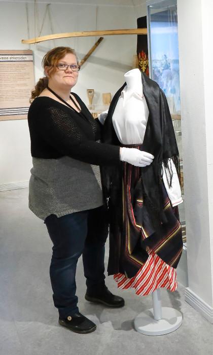 Museosuunnittelija Laura Lankinen työskentelee käsityömuseo Miilassa Lyyli Tuomolan säätiön palveluksessa.