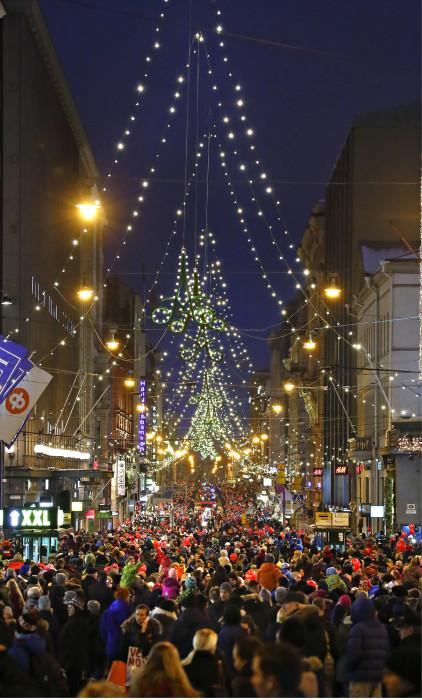 Helsingin perinteinen joulukatu avattiin 23.11.