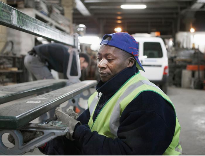 Ranskassa on viisi ja puoli miljoonaa viranhaltijaa. Pariisin kaupungin palveluksessaheistä työskentelee reilut 51 000. Patrick Trarorén ura Pariisin kaupungilla alkoityöllistämistyöpaikasta.