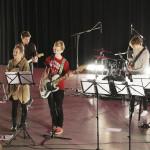Tikkurilan lukion konsertissa esiintynyt bändi. Bändikuvassa vasemmalta oikealle:Janina MäyryPatrik ZittingOtso PuolakkaSampsa KeränenHanna Mauro