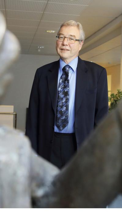 Vihdin vs. kunnanjohtaja Hannu Nummela sanoo, että turvapaikanhakijoissa on paljon kielitaitoisia ammattilaisia. Pitkällä tähtäyksellä tilanne kääntyy voitoksi, jos he jäävät kuntaan.