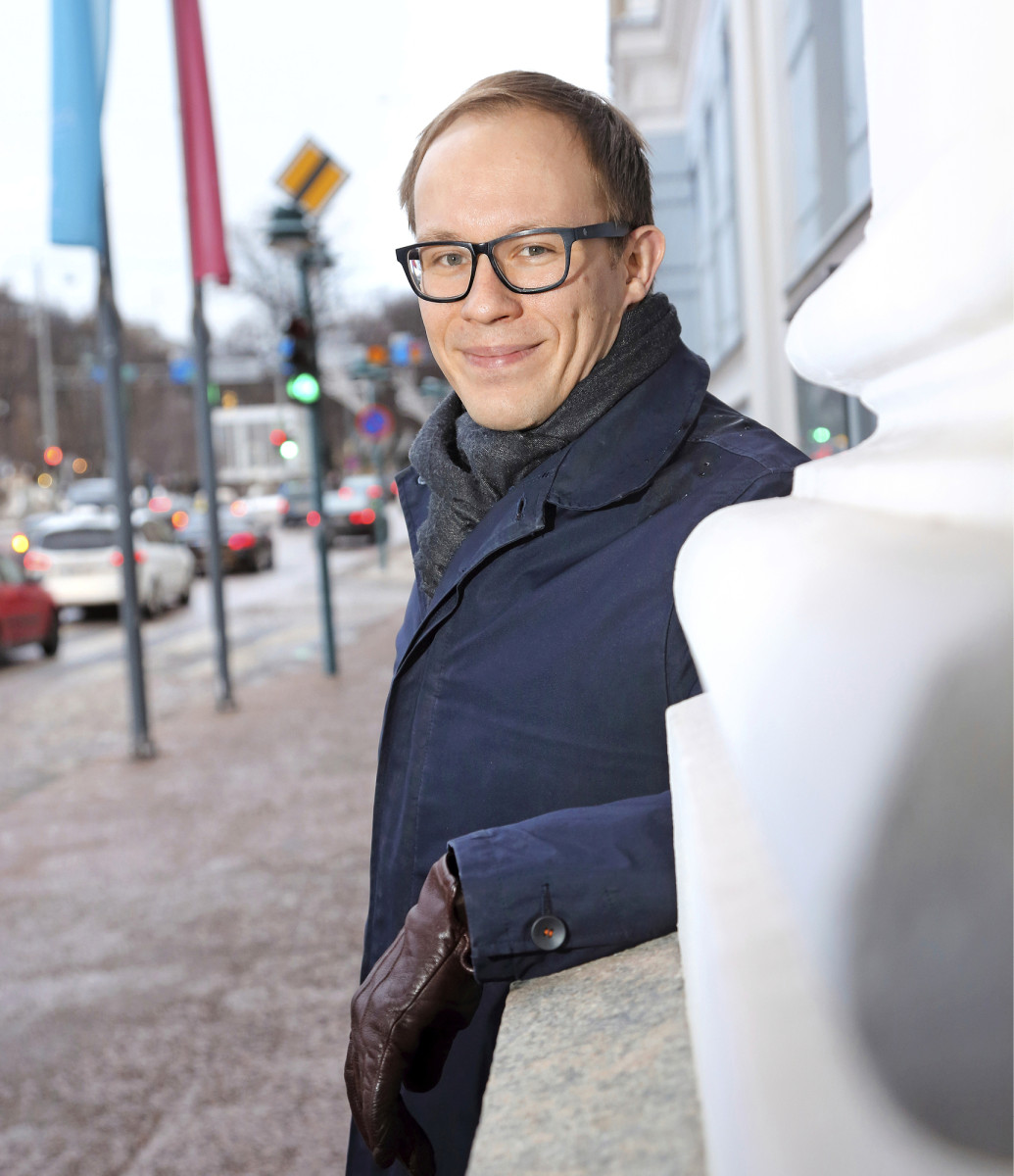 Helsingin kokoomuksen valtuustoryhmän puheenjohtaja Lasse Männistö kehuu neuvotteluilmapiiriä valtuustoryhmien kesken.