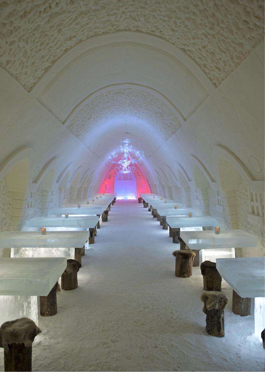 Kemin lumilinnan juhlasaliin mahtuu ruokailemaan noin sata asiakasta. Kuva: Vesa Ranta