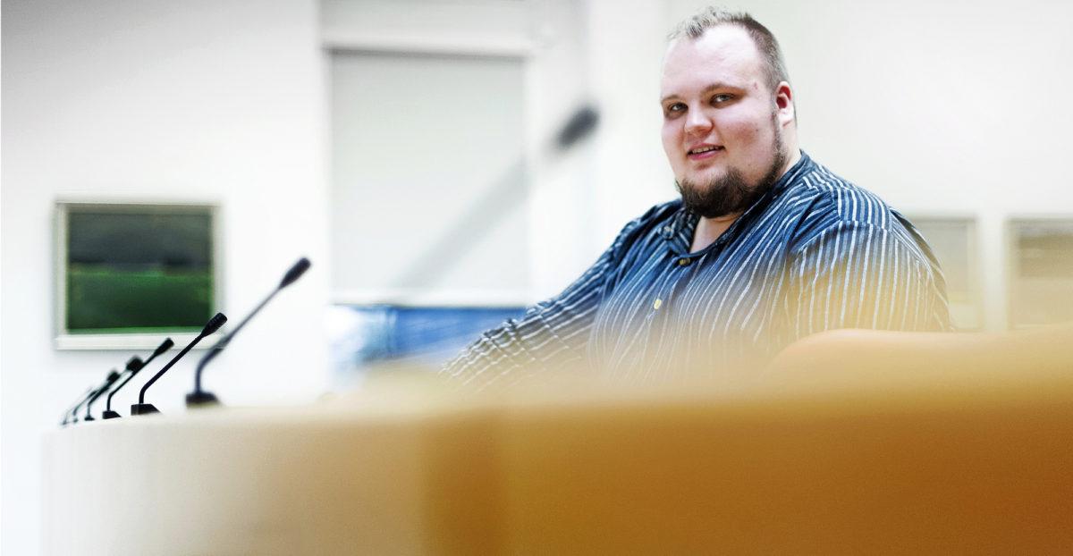 Kajaanilainen Miikka Kortelainen pyrkii kaupunginvaltuustoon 200–300 euron vaalibudjetilla. Rahaa enemmän vaalikampanja rakentuu ihmisten kohtaamiseen toreilla ja somessa.