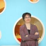 Anne Stenros lupaa tuoda Koneen muotoilujohtajana oppimaansa Helsingin kaupungille. Yksi opeista on, että mitä suurempi organisaatio, sitä varovaisempi pitää olla kokeilujen kanssa.