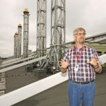 Kullatut sipulit eli varavoimakoneiden pakoputket keräävät huomion Yandexin datakeskuksen katolla Mäntsälässä. Datakeskuksen päällikkö Ari Kurvi sanoo varavoimajärjestelmän olevan maailman huippua.