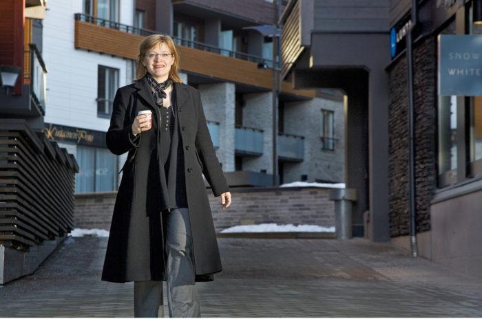 Anna Mäkelä valittiin Kittilän kunnanjohtajaksi 2010. Valtuusto erotti hänet marraskuussa 2014, mutta hallinto-oikeus ja sittemmin KHO totesivat erottamispäätöksen laittomaksi.