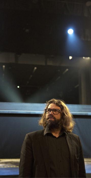Teatterinjohtaja Mikko Kouki ohjasi Stingin musikaalin Viimeinen laiva.