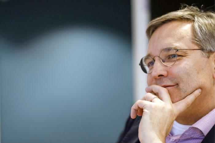 Mikael Pentikäinen vakuuttaa, ettei tiedä vielä lähtisikö europarlamenttiin eduskuntaan mahdollisesti tulevan Paavo Väyrysen tilalle. - Kannustusta tulee kieltämättä paljon, hän sanoo.