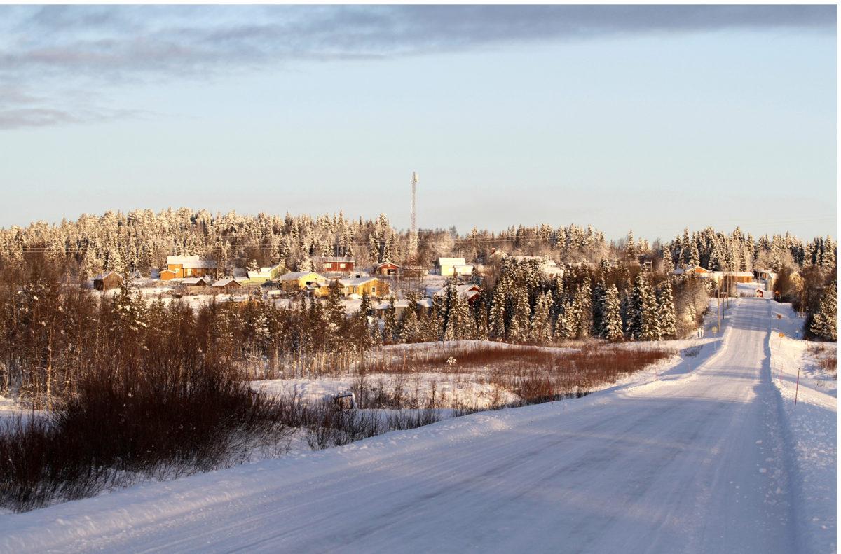 Kittilästä löytyy Raattaman kylän kaltaisia idyllejä. Monet kuntalaisetkaan eivät näe päätöksenteon kriisille pikaista päätöstä.