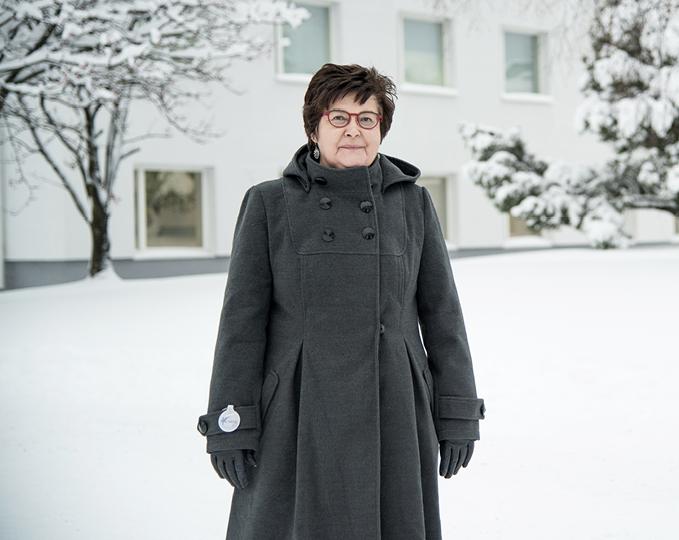 Länsi-Pohjan sairaanhoitopiirin johtaja Riitta Luosujärvi ei kannattanut Mehiläisen kauppaa. Hän pelkää silti, että keskittämisen säästöt menetetään lisääntyvinä potilaskuljetuksina Kemistä Oulun ja Rovaniemen keskussairaaloihin.