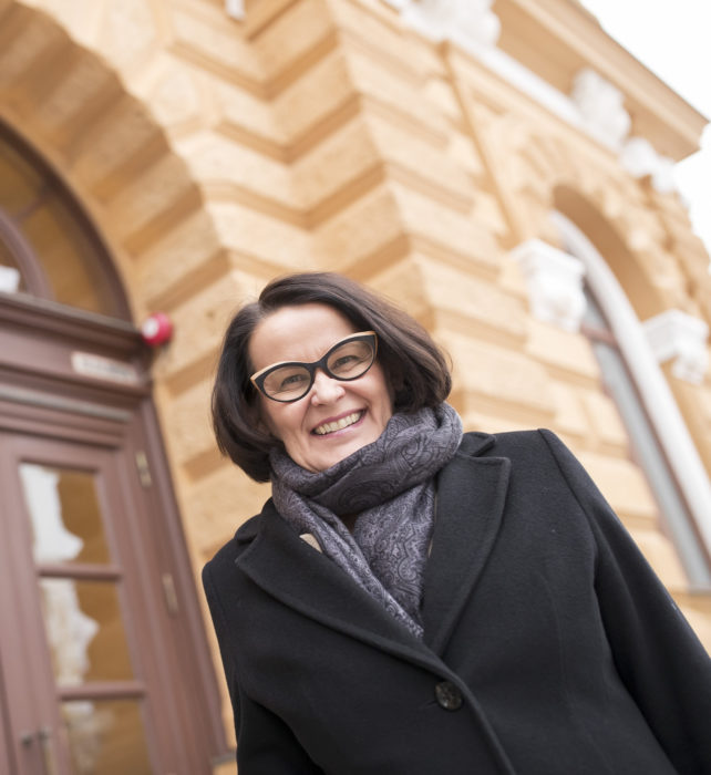 Päivi Laajalan mukaan Ouluun ryhdytään houkuttelemaan työvoimaa Etelä-Suomesta ja ulkomailta. Pula on muun muassa metallialan- ja ICT-alan osaajista.